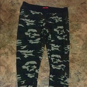 Camouflage joggers xl nwot Super soft